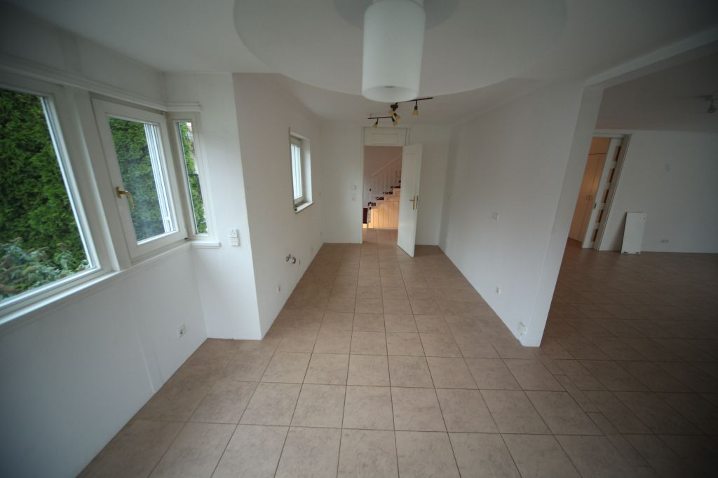 haus 3 wohnzimmer1og bild 3 sanieren in ingolstadt bossmann gmbh. Black Bedroom Furniture Sets. Home Design Ideas