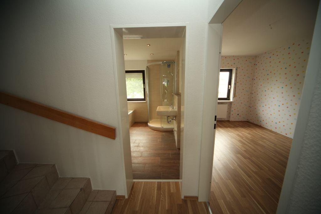 haus 4 treppenhaus bild 4 sanieren in ingolstadt bossmann gmbh. Black Bedroom Furniture Sets. Home Design Ideas