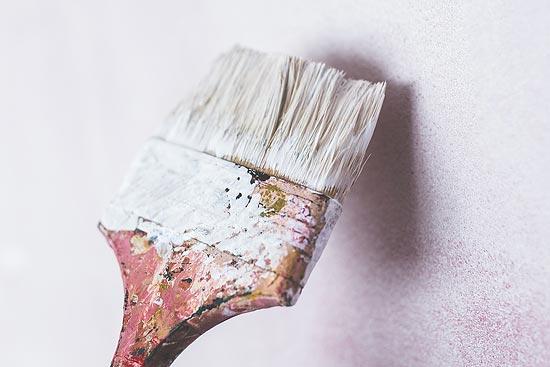 Schimmelpilz entfernt - Wand streichen